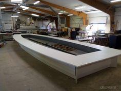 Etape par étape vous suivez la fabrication et la pose de cette table de réunion dessinée et fabriquée par Creativ Mobilier - Etape fabrication terminée