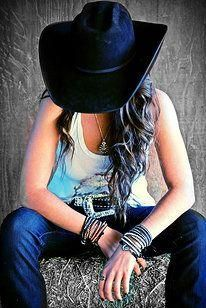 Nothing like a country girl. Country Girl Photos, Country Senior Pictures, Girl Senior Pictures, Country Outfits, Senior Girls, Country Girls, Senior Photos, Cowgirl Photo, Sexy Cowgirl