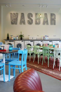 Wasbar in Antwerpen, Belgium redefines the idea of a laundry mat. Cafe Bar, Cafe Shop, Bar Interior, Retail Interior, Interior Design, Deco Restaurant, Restaurant Design, Commercial Design, Commercial Interiors