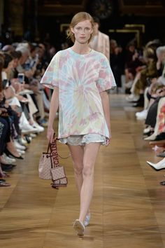 Stella Mccartney Tennis, Stella Mccartney Dresses, Fashion Week, Fashion 2020, Fashion Show, Fashion Tips, Celebrity Closets, Celebrity Style, Mode Tennis