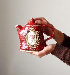 Small teapot with rose Ceramic Pottery, Ceramic Art, Mushroom Decor, Glass Tea Cups, White Clay, Tea Accessories, Clay Art, Tea Set, Tea Party