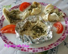 La sogliola al cartoccio è una delicatissima preparazione preparata al forno, ogni filetto viene chiuso con pochissimo condimento in alluminio