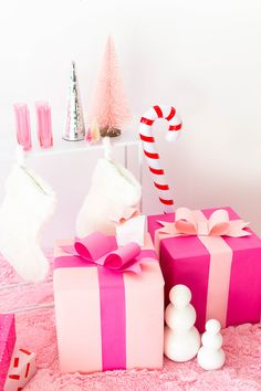 🌟Tante S!fr@ loves this📌🌟 I'm Dreaming Of A Pink Christmas Party! Adult Christmas Party, Christmas Gifts For Teen Girls, Christmas Gifts For Girlfriend, Christmas Love, Christmas Holidays, Christmas Crafts, Christmas Party Ideas For Adults, Whimsical Christmas, Retro Christmas