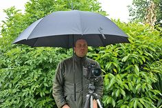 DIY Photography: build a hands-free umbrella holder for your tripod