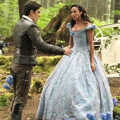 Because this article made me feel a LOT better about the fate of Captain Swan. And it has a clip of Colin singing Revenge live at the panel.