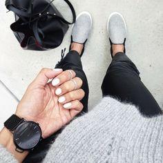 Sneakers fashion outfits minimal chic rouge for 2019 Estilo Fashion, Fashion Mode, Look Fashion, Ideias Fashion, Fashion Beauty, Womens Fashion, Fashion Glamour, Minimal Chic, Minimal Fashion