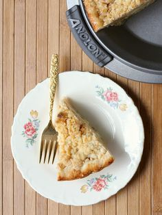 Apple Crumb Pie - Did I mention CHEDDAR in the crumb topping? #AnolonDinnerClub #PieWeek