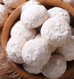 Mexican Wedding Cookies are the main attraction on a wedding ceremony. These powdered cookies are made with butter, icing powder, ground nuts, and flour. These cookies are very similar and resemble Russian tea cakes and short bread cakes. Christmas Desserts, Christmas Treats, Holiday Treats, Holiday Recipes, Mexican Christmas Food, Christmas Recipes, Mexican Christmas Traditions, Mexican Wedding Traditions, Xmas Food