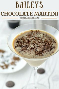 Baileys Chocolate Martini Recipe – Chisel & Fork This Baileys chocolate martini is dessert in a glass and is kicked up a notch from a traditional chocolate martini by adding Baileys Irish Cream. Baileys Drinks, Baileys Recipes, Baileys Mudslide Recipe, Fireball Recipes, Irish Cream Drinks, Baileys Irish Cream, Dessert Drinks, Yummy Drinks, Hard Drinks