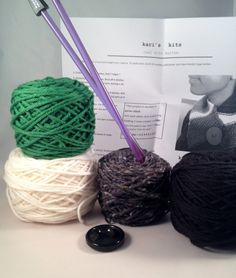 Beginner knitting kit knit cowl pattern, green, black, gray, white - FREE SHIPPING by thespinninghand on Etsy