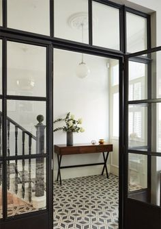 Entryway and tiles | Location Home in London