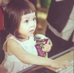 #sarang Korean Tv Shows, Korean Variety Shows, Cute Kids, Cute Babies, Baby Kids, Superman Cast, Song Triplets, Energy Boosters, Asian Babies