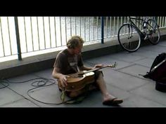 Probably the best Busker in the World. - http://streetiam.com/probably-the-best-busker-in-the-world/