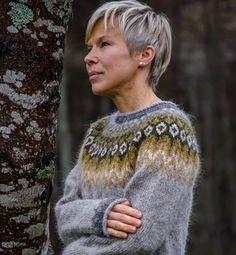 Sweater Knitting Patterns, Knitting Stitches, Knitting Projects, Crochet Projects, Norwegian Knitting, Icelandic Sweaters, Nordic Sweater, Fair Isle Knitting, Knit Mittens