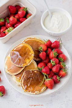 Amerykańskie pancakes Nigelli Lawson Nigella Lawson, Healthy Lifestyle, Pancakes, Food And Drink, Strawberry, Pudding, Fruit, Breakfast, Bakken