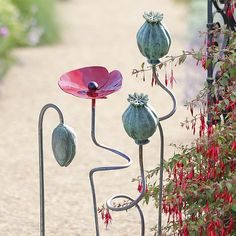 "Ceramic flowers - Garden rod ""Poppies"" The bluegreen capsules are with their 6 x 9 cm diameter – Ceramic flowers Ceramic Poppies, Ceramic Flowers, Clay Flowers, Flowers Garden, Pottery Sculpture, Wall Sculptures, Garden Totems, Garden Sculpture, Ceramic Pottery"
