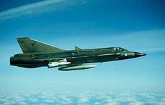 MILAVIA Aircraft - SAAB J 35 Draken picture gallery with photos of prototype, operational and museum aircraft. Military Jets, Military Aircraft, Fighter Aircraft, Fighter Jets, Saab 35 Draken, Swedish Air Force, German Submarines, Aircraft Pictures, War Machine