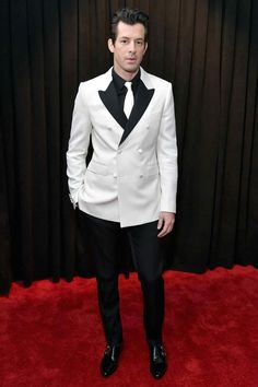 You could end up looking like a penguin when donning a white suit with black lapels. But not if you're Mark Ronson, or have hair this good, in Celine. Celebrity Red Carpet, Celebrity Look, James Blake, Mark Ronson, Tuxedo Pants, Best Dressed Man, Black Tuxedo, Black Tie, Purple Pants