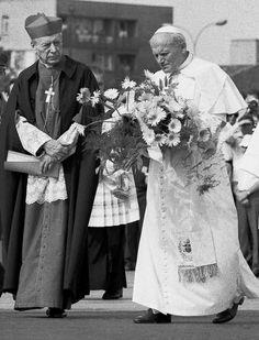 Nick Vujicic, Pope Pius Xii, Catholic Beliefs, Juan Pablo Ii, Bride Of Christ, Pope John Paul Ii, Roman Catholic, Religious Art, Priest