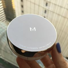 If you haven't seen yet, Missha finally released its own cushion compact. This one gives a nice glow, and a slightly matte finish.