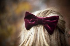 velvet hair bow I wish I could pull off this look. Sailor Venus, Sailor Moon, Marsala, Bordeaux, Mauve, Heather Chandler, All The Bright Places, Nerd, Velvet Hair