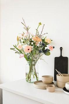 Wild Flower Arrangements, Vase Arrangements, Flower Vases, Flower Pots, Meadow Flowers, Green Flowers, Beautiful Flowers, Plant Aesthetic, Flower Aesthetic