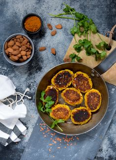 SU-venlige linsedeller med karry og masser af grøntsager 20 Min, Fabulous Foods, Cakes And More, Naan, Family Meals, Vegan Recipes, Curry, Food Porn, Food And Drink