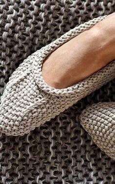 Suurenna kuva Knitted Slippers, Knitted Bags, Knitting Short Rows, Loom Bands, Knitting Socks, Needlework, Knitwear, Free Pattern, Knitting Patterns