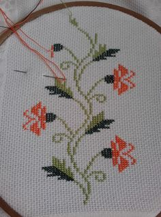 This Pin was discovered by Zek Small Cross Stitch, Cross Stitch Rose, Cross Stitch Borders, Crochet Borders, Modern Cross Stitch Patterns, Cross Patterns, Cross Stitch Flowers, Cross Stitch Designs, Cross Stitching