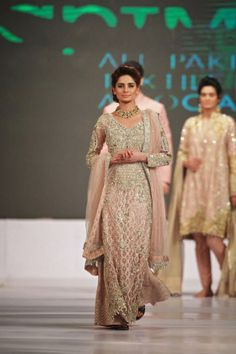 Faraz Manan Couture pink and gold suit Pakistani Wedding Dresses, Pakistani Bridal, Pakistani Outfits, Indian Dresses, Indian Outfits, India Fashion Week, Pakistan Fashion, Asian Fashion, Women's Fashion