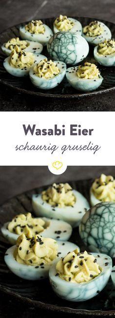 Psst...am 31. Oktober ist Halloween. Wer noch nach gruseligem Fingerfood Ausschau hält, sollte sich diese teuflischen, gefüllten Eier nicht entgehen lassen.