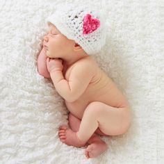 7 Tips for Taking Better Newborn Baby Photos newborn-photography- maybe for the next baby :] Baby Poses, Newborn Poses, Newborn Shoot, Newborns, Foto Newborn, Baby Girl Newborn, Child Baby, Newborn Pictures, Baby Pictures