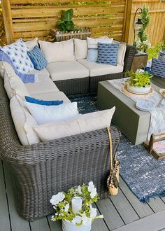 Lots of beautiful outdoor patio design ideas. / #patio #summerpatio #backyardpatio #patiofurniture #patiodecor #patiodesign Outdoor Patio Designs, Outdoor Spaces, Outdoor Living, Outdoor Decor, Outdoor Projects, Outdoor Ideas, Dining Chair Cushions, Outdoor Cushions, Patio Makeover