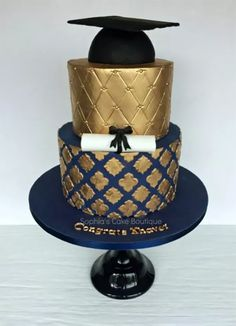 Morrocan inspired quatrefoil patterned navy and gold male graduation cake. I always struggle to think up suitable colour schemes and designs with cakes for men but I think this combination is suitably masculine. College Graduation Cakes, Graduation Celebration, Graduation Party Decor, Celebration Cakes, Graduation Ideas, Beautiful Cakes, Amazing Cakes, Sophia Cake, Cakes For Men