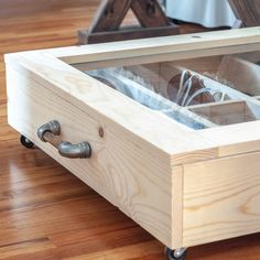 DIY under bed shoe organizer. See how to build a shoe DIY under bed shoe organizer with transparent top and moveable dividers. Shoe Organizer Under Bed, Under Bed Organization, Under Bed Shoe Storage, Bed Organiser, Under Bed Drawers, Bed Frame With Storage, Diy Organizer, Organization Ideas, Shoes Organizer