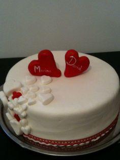 Wedding cake with hearts / Herz-Hochzeitstorte