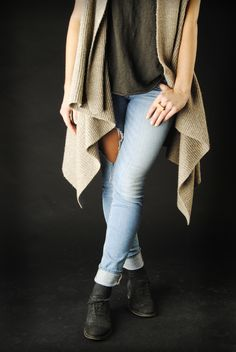 Casual and catchy perfect to match with denim // www.midamorethangold.com