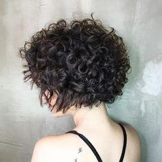 Wavy Layered Haircuts, Short Layered Curly Hair, Short Curly Hairstyles For Women, Curly Hair With Bangs, Curly Hair Cuts, Short Hair Cuts, Curly Hair Styles, Wavy Hairstyles, Chin Length Hairstyles
