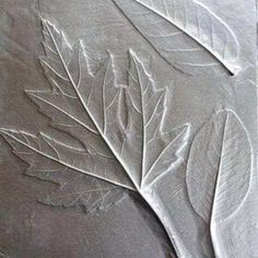 5 Fun Foil Art Projects For Kids Out of construction paper? No problem! These fun foil art projects are a great way to get creative. Leaf Projects, Fall Art Projects, Projects For Kids, Crafts For Kids, Arts And Crafts, Texture Art Projects, Halloween Art Projects, Paper Art Projects, Tin Foil Art