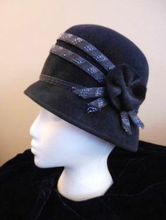 1d6ee6c3998 ANTIQUE VINTAGE CLOCHE HAT FLAPPER 1940s 1950s 1960s  Cloche Cloche Hat