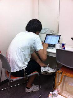 [Alexandros]川上洋平2012/6/8 今洋平が今日のBGM作ってるんだけど、これはヤバイ。マジうける。オープンから来た人はラッキーかもなこりゃ。笑 ひろ