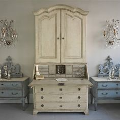 GRAND SCALE 18TH CENTURY GUSTAVIAN SECRETAIRE