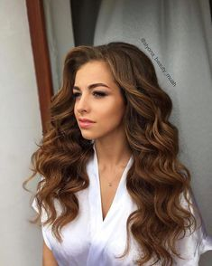 18 Gorgeous Prom Hairstyles for Short Hair for 2019 - Style My Hairs Bridal Hair Down, Wedding Hair Down, Bridal Hair And Makeup, Prom Hair Down, Big Curls For Long Hair, Curled Prom Hair, Long Prom Hair, Big Loose Curls, Long Hair Waves