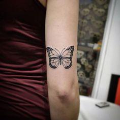 Borboleta monarca . #japensou #butterflytattoo #kubanoink #inkmasteralphaville #tatuadordealphaville #tatuadordoalphaville #tattoooftheday #tatouage #tattoo #tatuagem #tattoo2me #tattoo2us #alphavilletatuagem #cheyennetattooequipment #centrocomercialalphaville #criticalpowersupply #egotattoomachine #tguest #alphavilleearredores #alphaville #centrocomercial #art