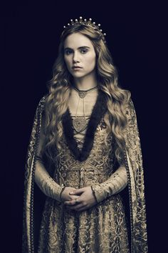 Suki Waterhouse as Cecily of York.