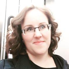 Esta tarde he pasado por la peluquería. Os gusta mi nuevo corte de pelo ?  #newlook #haircut #curlybob #beauty #bobhaircut #curlygirl