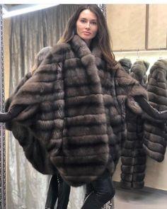 Elegant Gloves, Sable Fur Coat, Fur Coat Fashion, Winter Fur Coats, Fur Cape, Fabulous Furs, Glamour, Hot Outfits, Black And Brown