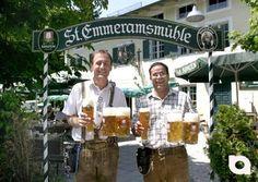 """Das Video der Woche...  Die St. Emmeramsmühle zieht ein bunt gemischtes Publikum an. Ob man auf Geschäftsleute beim Businesslunch trifft oder auf Biker, die ihre Tour entlang der Isar gerne mit einer Rast im wunderschönen Biergarten verknüpfen, jung und alt fühlt sich in der """"Mühle"""" wohl.  Die Küche: Modern interpretierte bayrische Köstlichkeiten mit kulinarischen Ausflügen nach Südtirol und in die Toskana."""