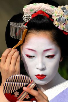 Kyoto's Maiko by Jeremy Hoare, an award winning English travel photographer........PARTAGE OF JUST LOVE JAPAN.........ON FACEBOOK........