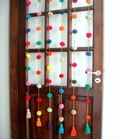 DIY Home: ideas de cortinas con lana Diy Pompon, Diy Room Decor, Wall Decor, Diy And Crafts, Arts And Crafts, Diy Y Manualidades, Diy Casa, Pom Pom Crafts, Diy Décoration